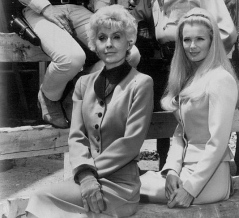 Barbara_Stanwyck_Linda_Evans_Big_Valley